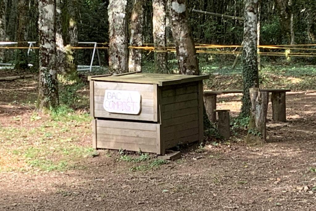Bac à compost au parc d'accrobranche